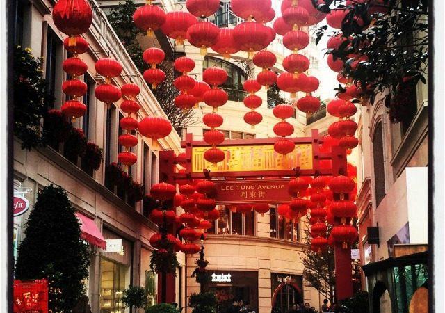 Hong Kong shopping: Lee Tung Avenue & wet market
